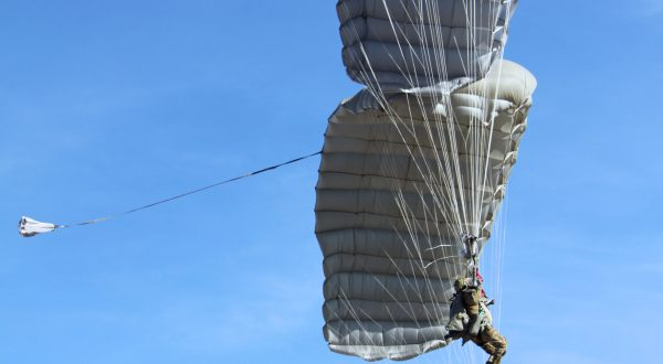 Airborne Systems - MMS Multi-mission Army Ram Air Parachute system for military special forces jumpers. Carries 450-485 lbs. Max deployment altitude 25,000 ft. 2 jumpers side by side deployed canopies.