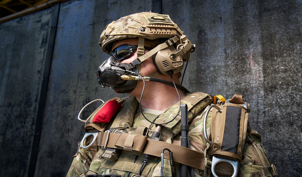 Parachute Oxygen Mask for Military - SOLR™ | Airborne Systems